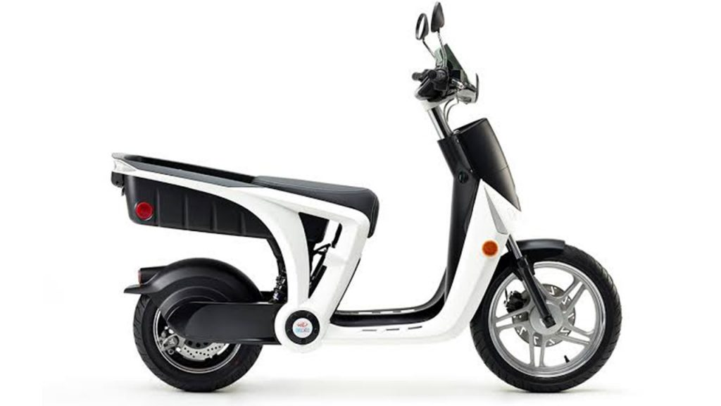 Mahindra-GenZe-E-scooter side view