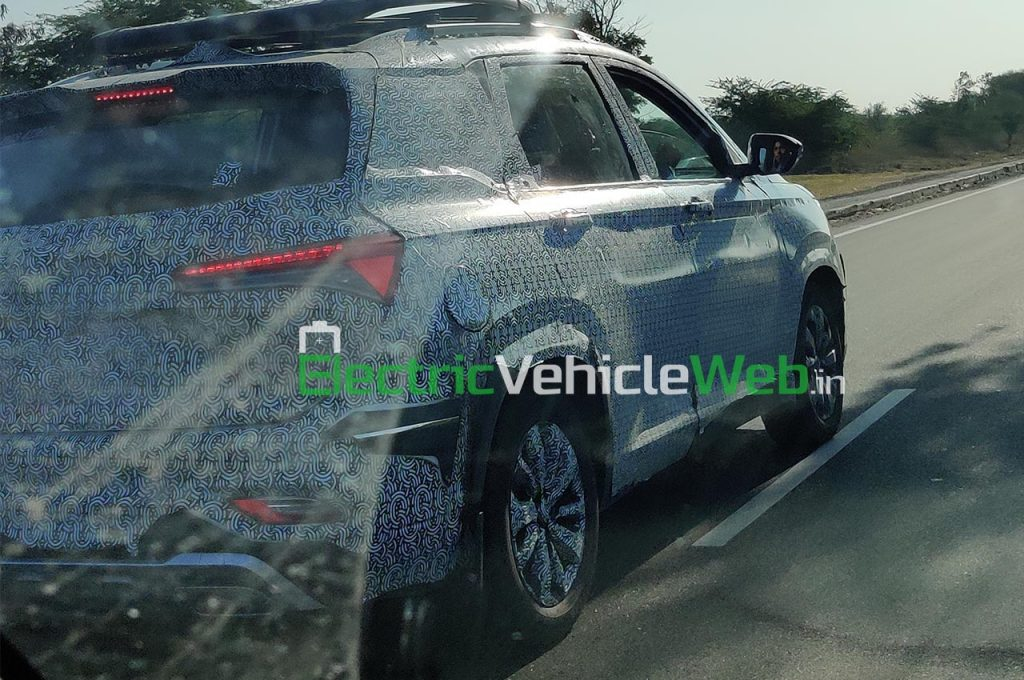 MG Hector Plus Spied rear three quarter