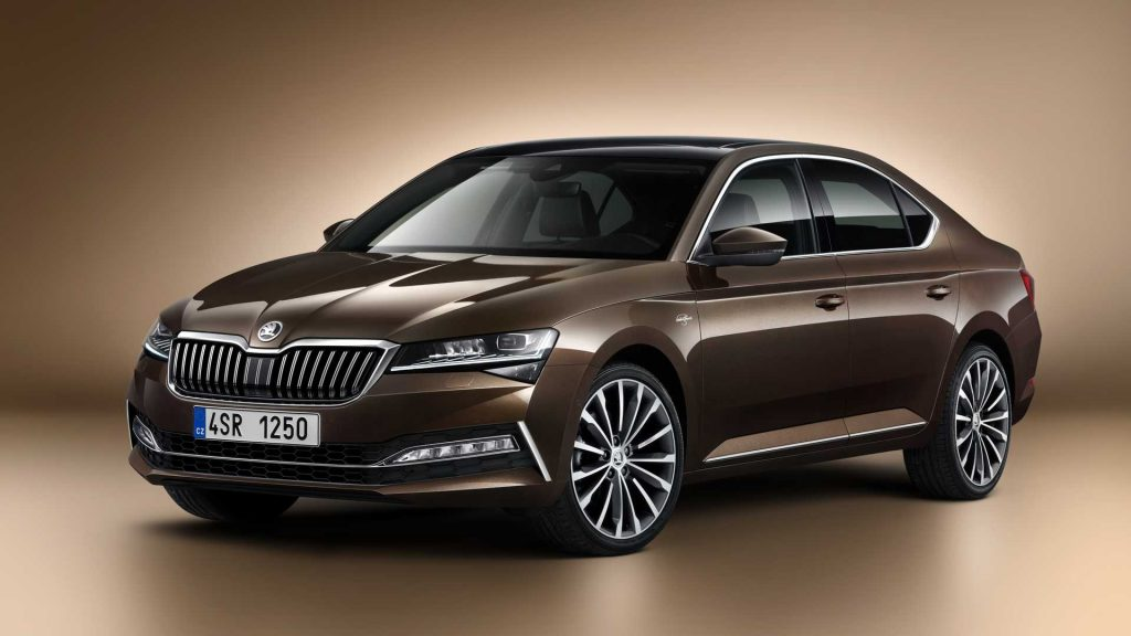 2019 Skoda Superb facelift front three quarter