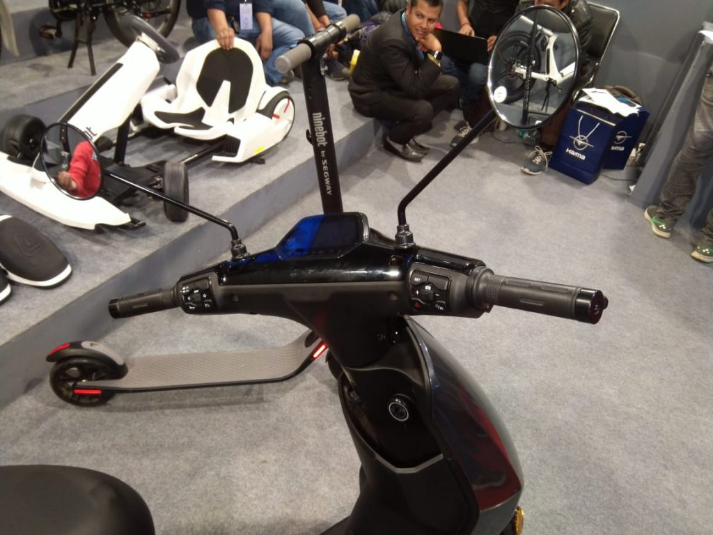 Bird ES1+ electric scooter handlebar and cockpit