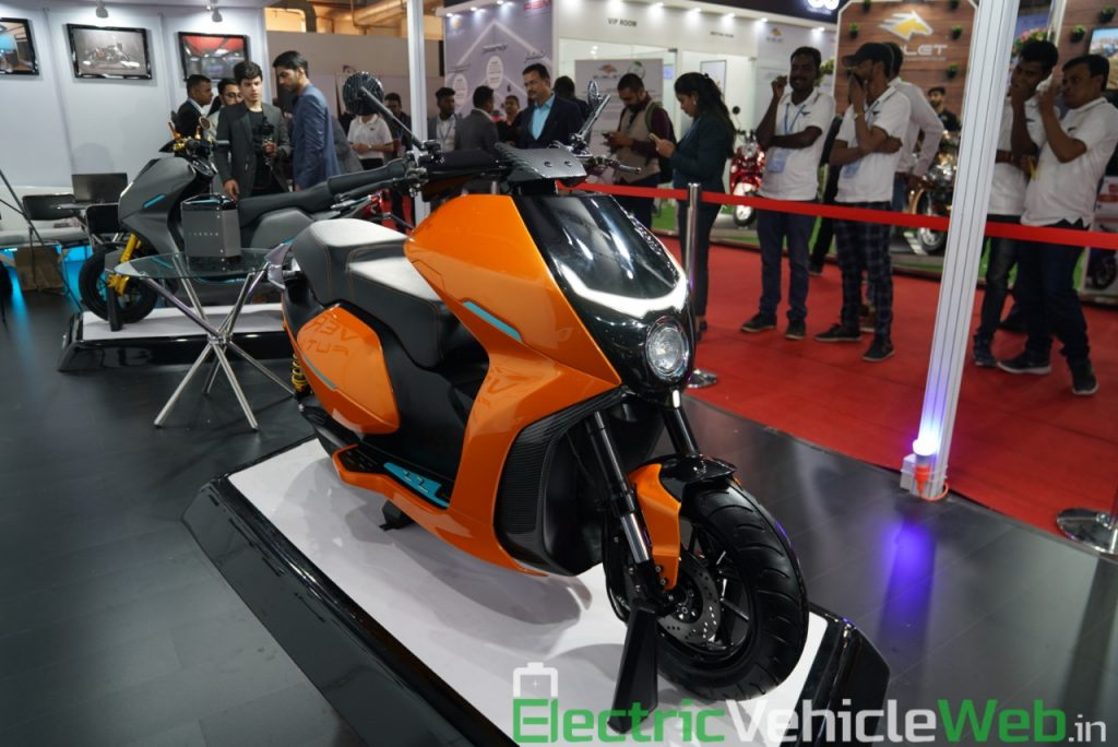 Everve Motors Electric Scooter front three quarter view 1 - Auto Expo 2020 Live
