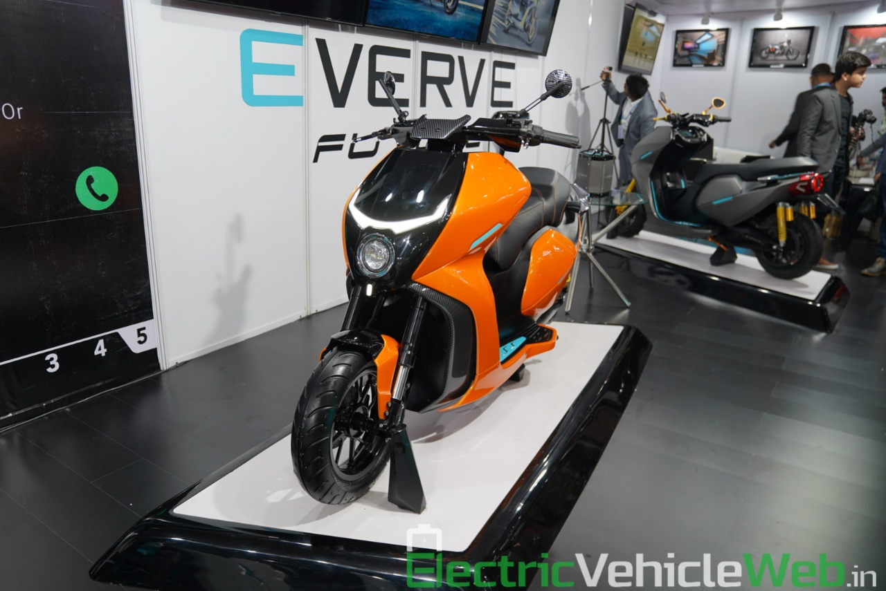 Everve Motors Electric Scooter front three quarter view 2 - Auto Expo 2020 Live