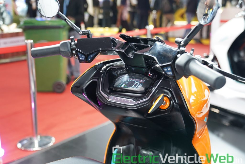 Everve Motors Electric Scooter handlebar - Auto Expo 2020 Live