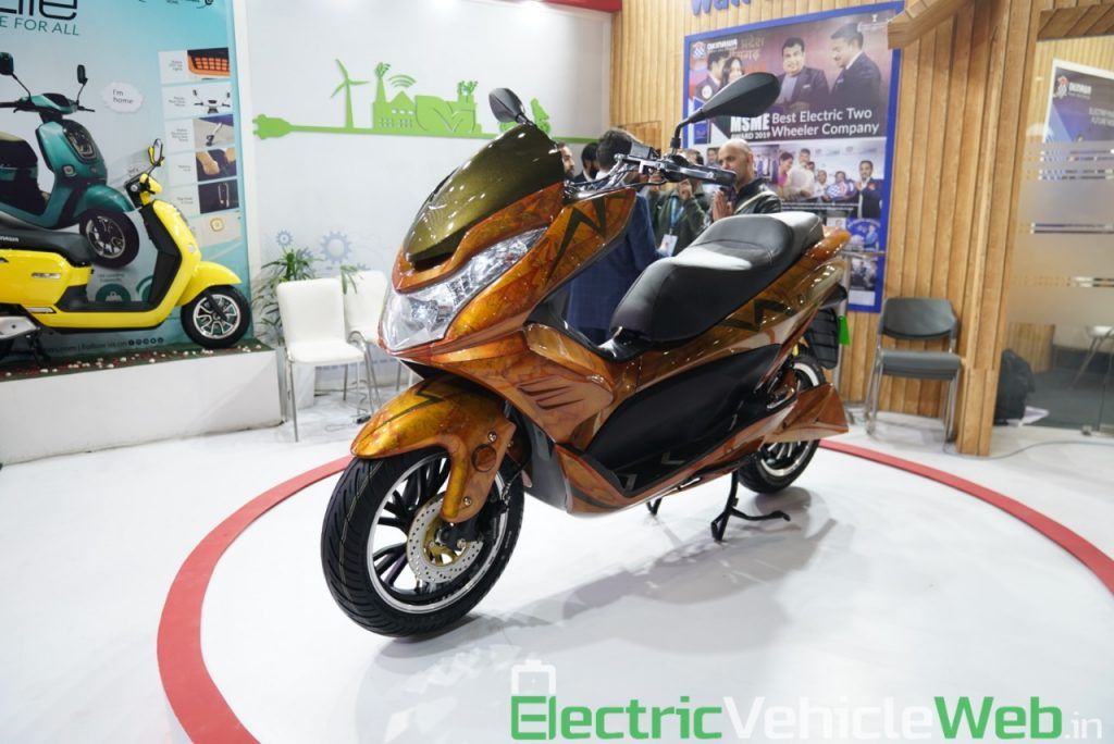 Okinawa Cruiser front three quarter view 2 - Auto Expo 2020 Live