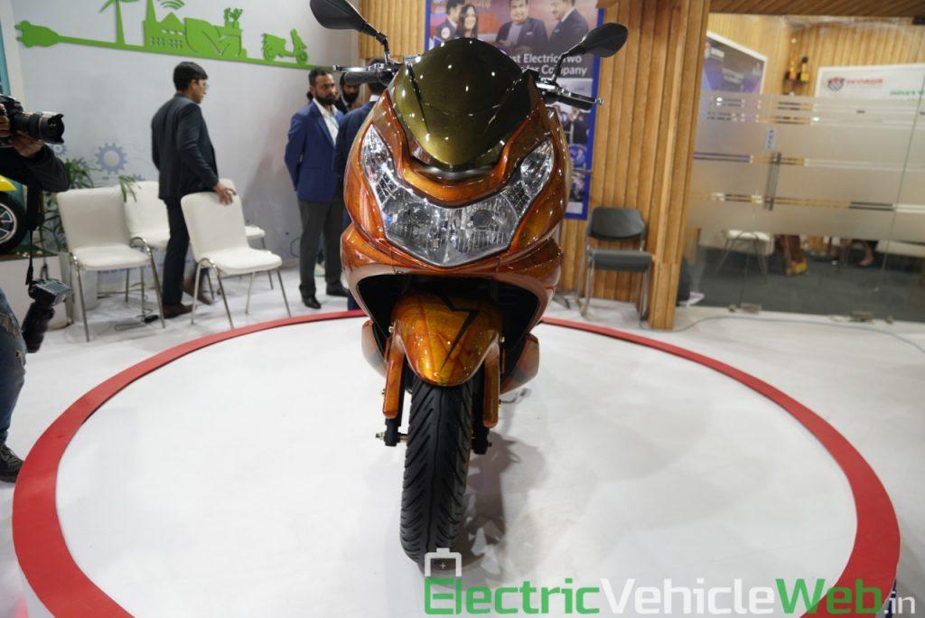 Okinawa Cruiser front view - Auto Expo 2020 Live