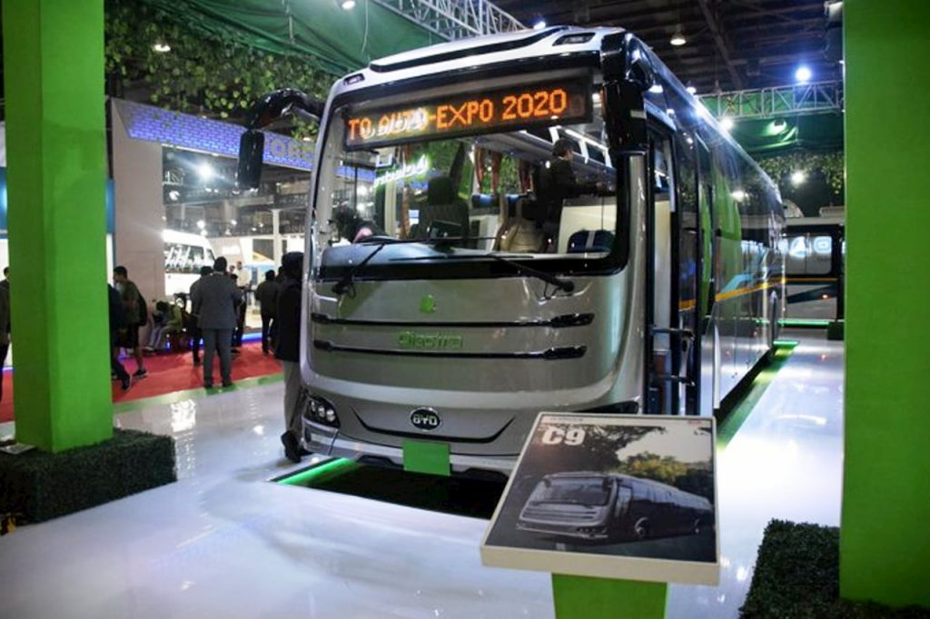 Olectra-BYD-C9-Electric-Bus-front-three-quarter-view-Auto-Expo-2020