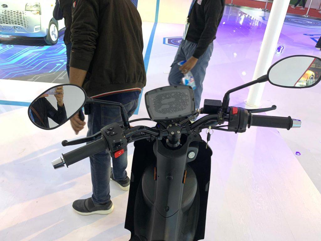 Peugeot e-Ludix screen at the Auto Expo 2020