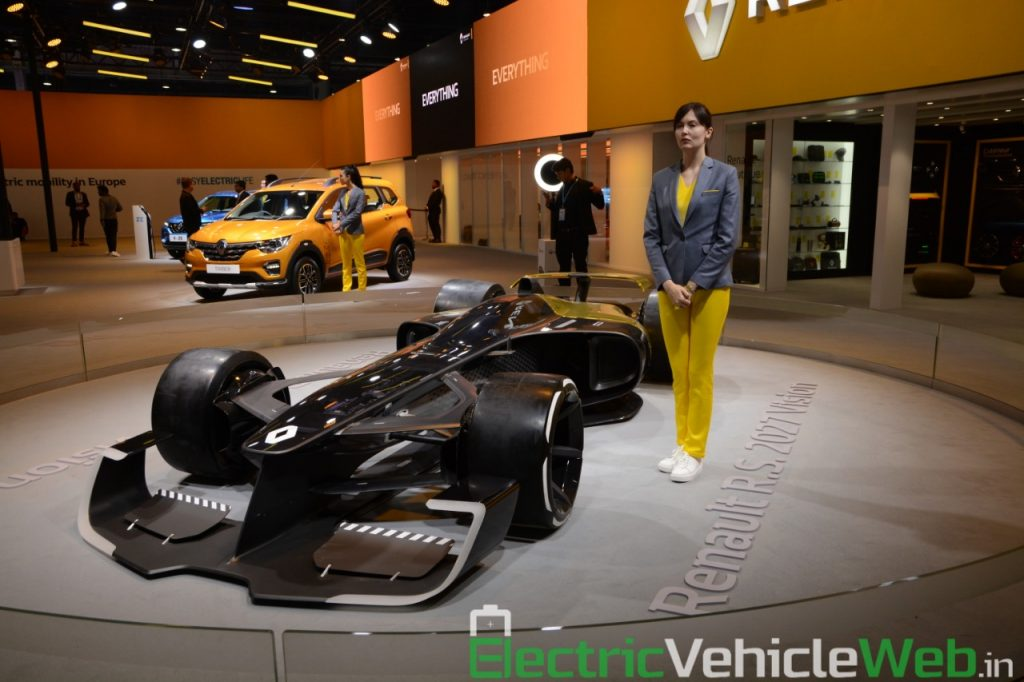 Renault RS 2027 Vision Concept front three quarter view 2 - Auto Expo 2020