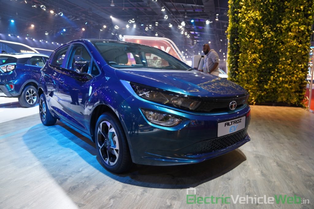 Tata Altroz EV front three quarter view 1- Auto Expo 2020
