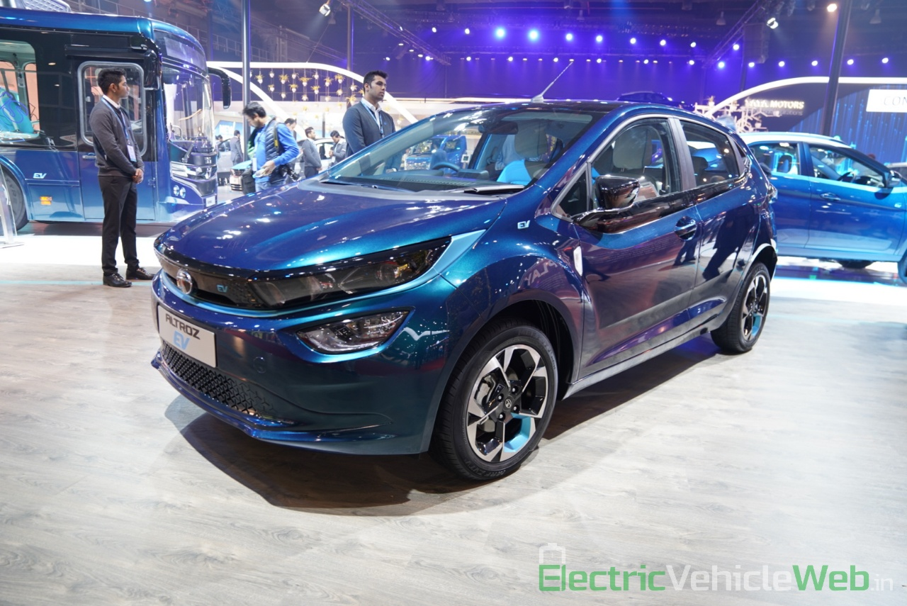 Tata Altroz EV front three quarter view 2 - Auto Expo 2020