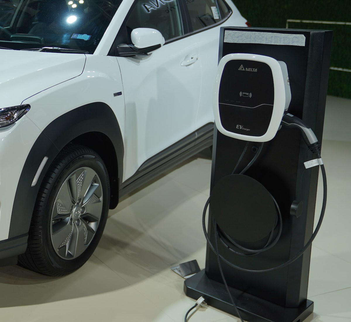 Delta vehicle charger