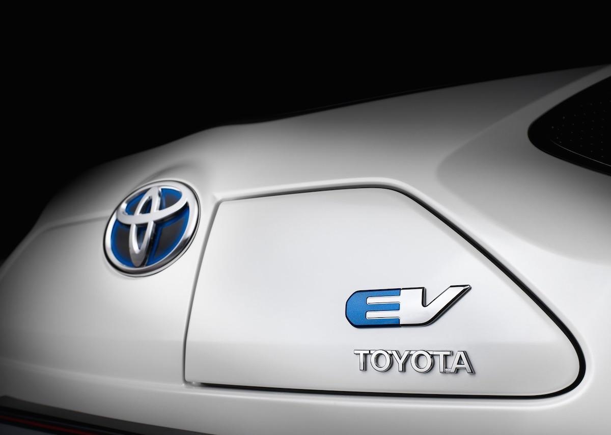 Toyota iQ EV badge