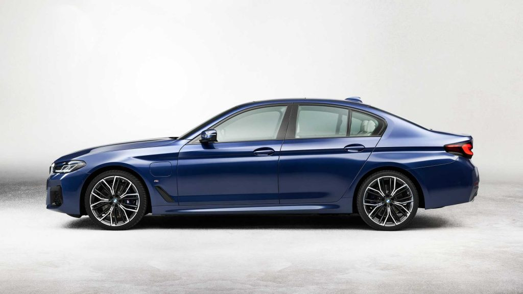 2021 BMW 5 Series Hybrid profile