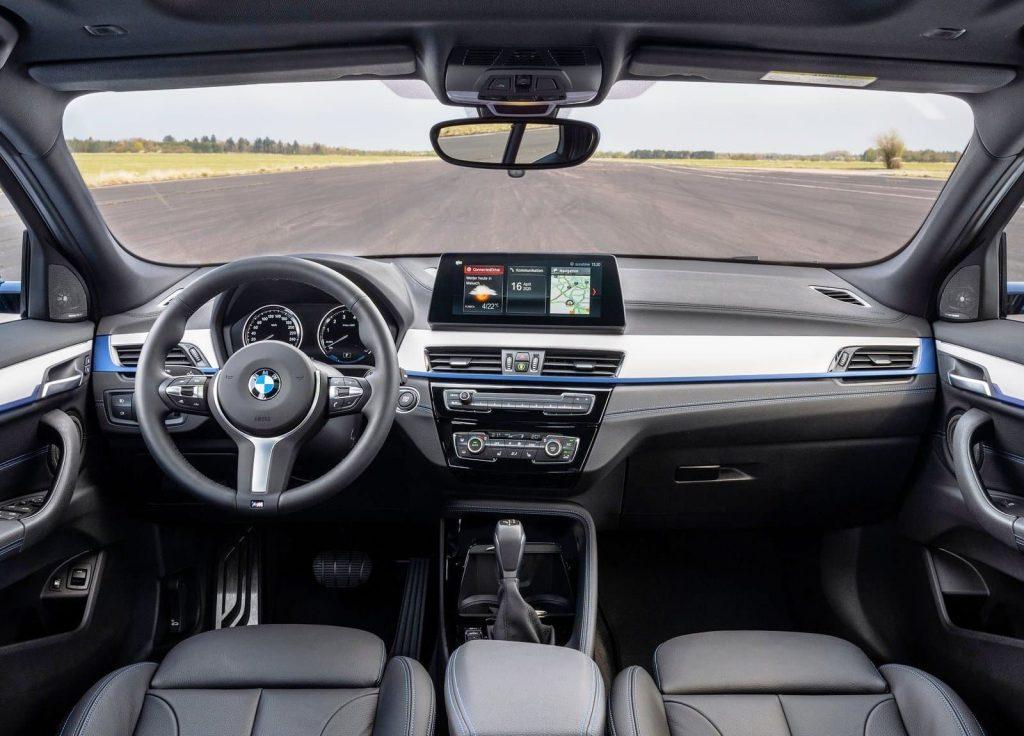 BMW X2 xDrive25e dashboard (1)