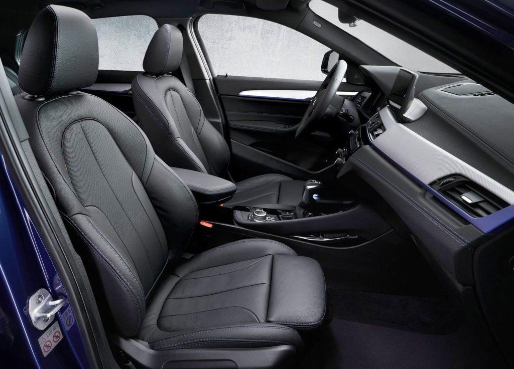 BMW X2 xDrive25e front seats (1)