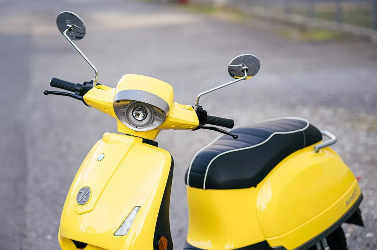 Kumpan Electric 54 Inspire electric scooter front view