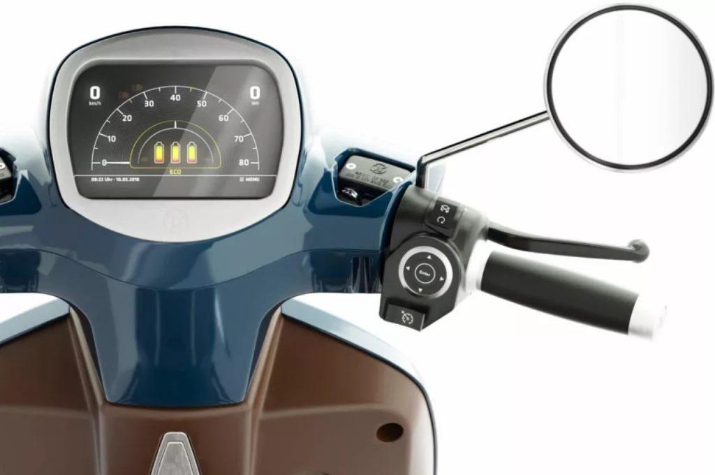 Kumpan Electric 54 Inspire electric scooter touchscreen display