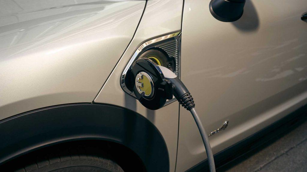 Mini Countryman Plug-In Hybrid charging