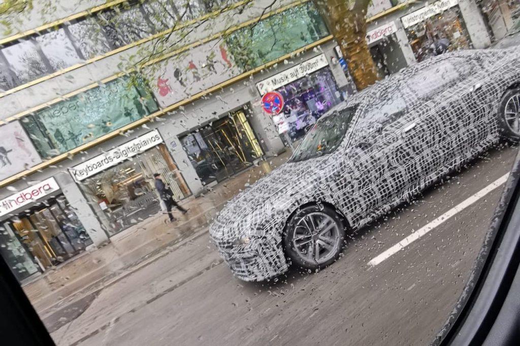2022 BMW 7 Series hybrid side profile spy shot