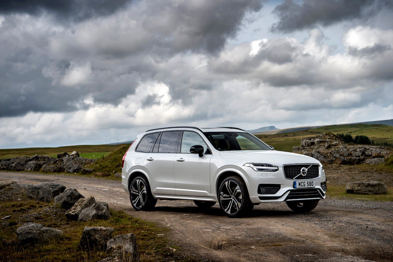 2020 Volvo XC90 facelift front quarters