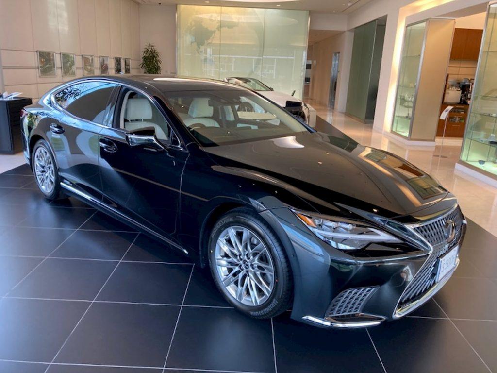2021 Lexus LS 500h hybrid facelift front quarters