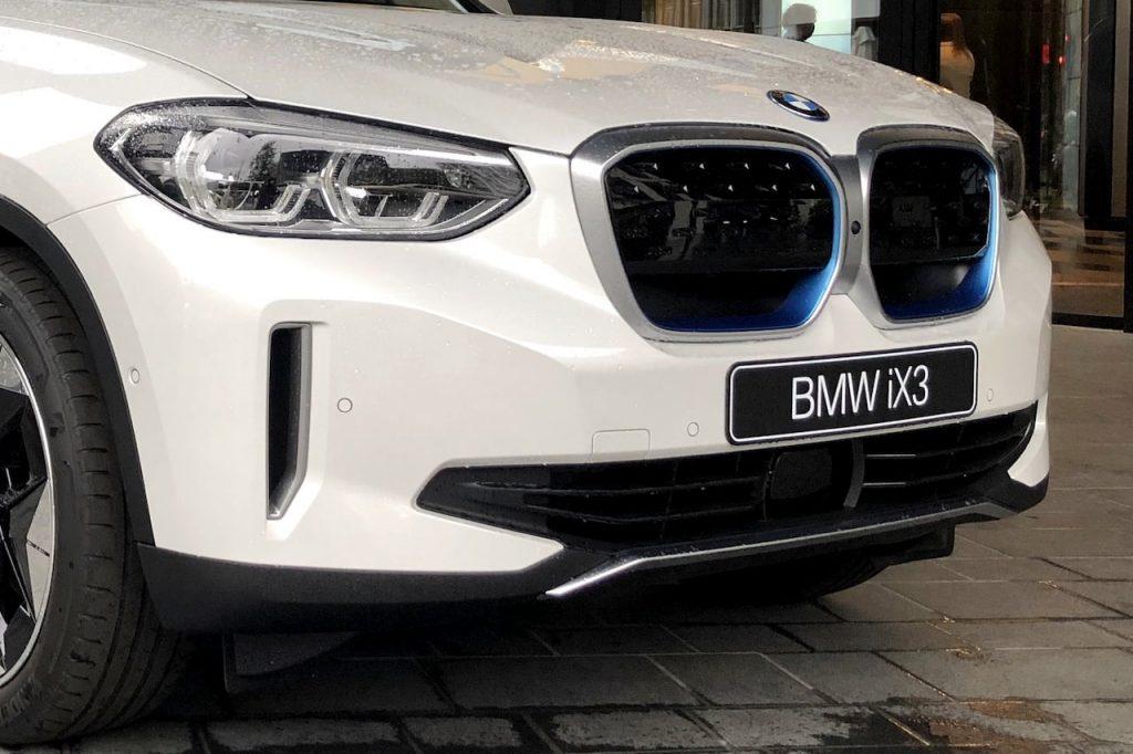 BMW iX3 front fascia live image