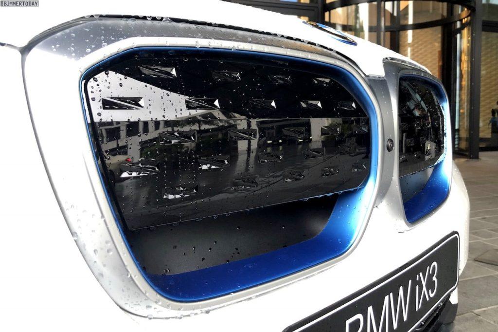 BMW iX3 grille live image