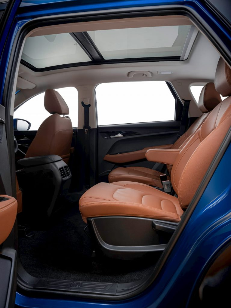 MG Hector Plus 6-seater interior legroom comfort image