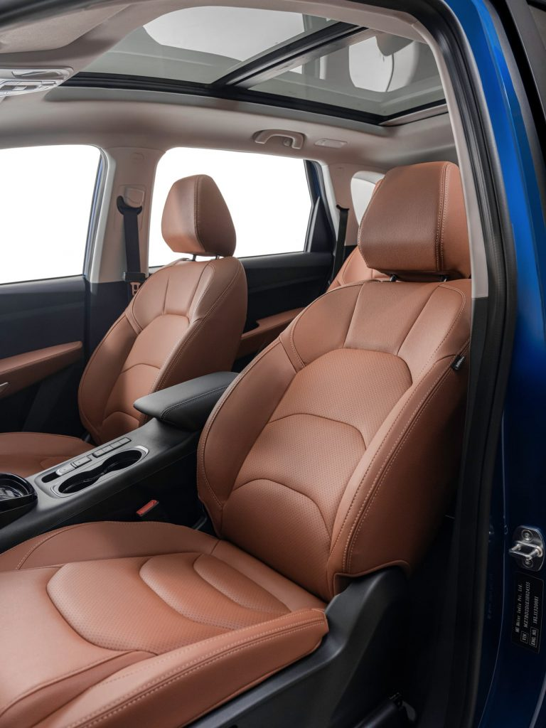 MG Hector Plus 6-seater second row captain chair image
