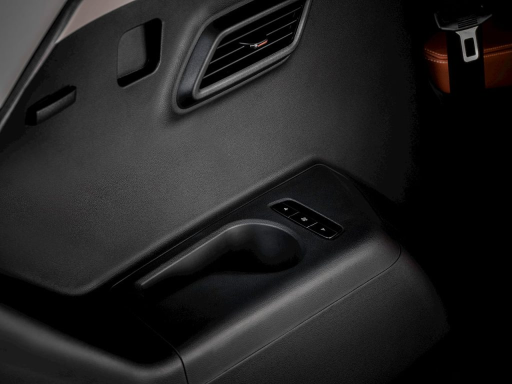 MG Hector Plus 6-seater second row cup holder