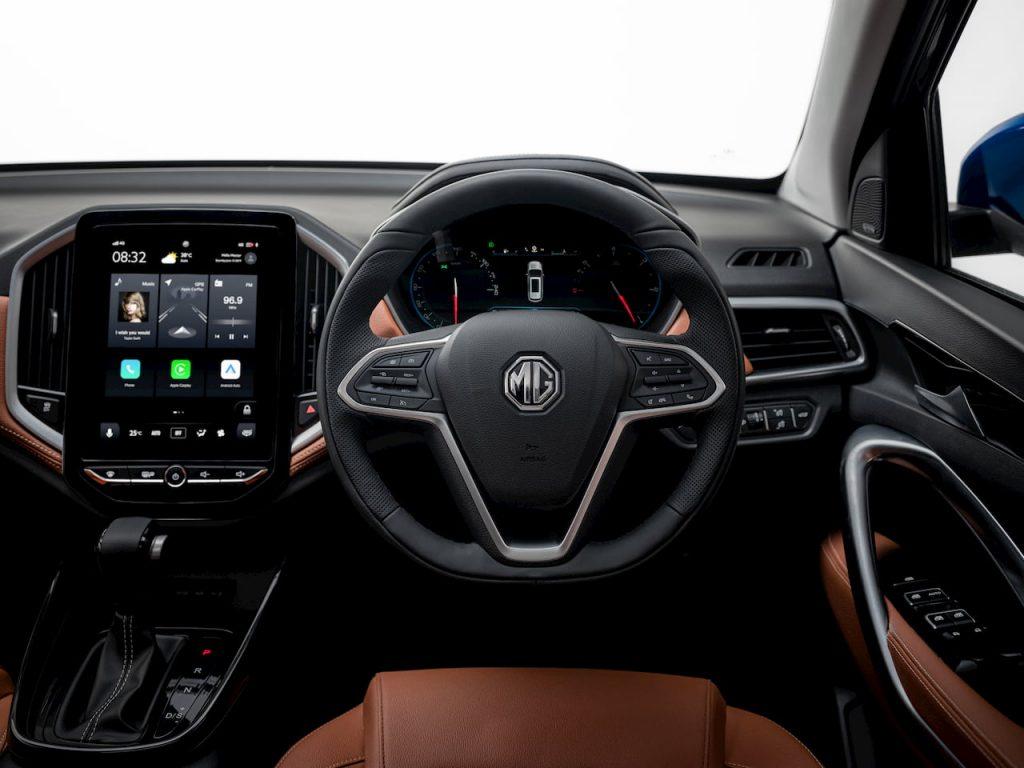 MG Hector Plus 6-seater steering wheel interior image