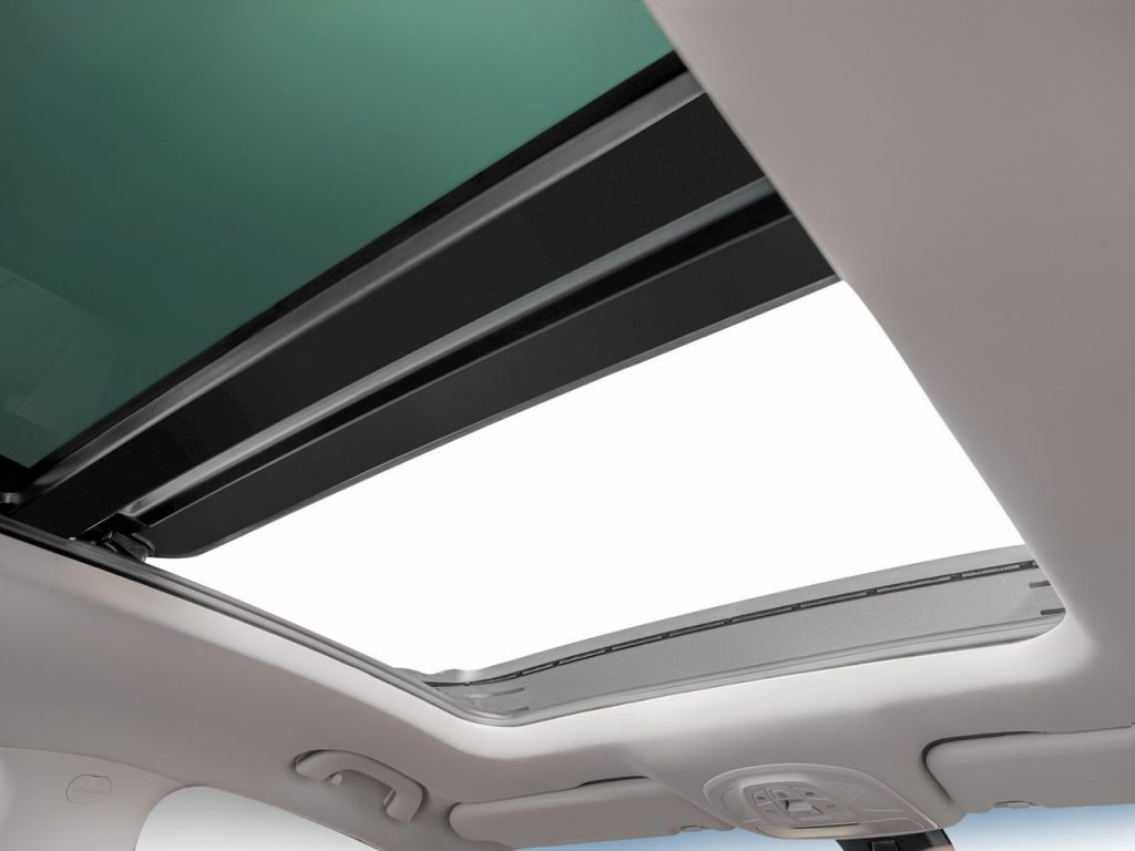 MG Hector Plus 6-seater sunroof image