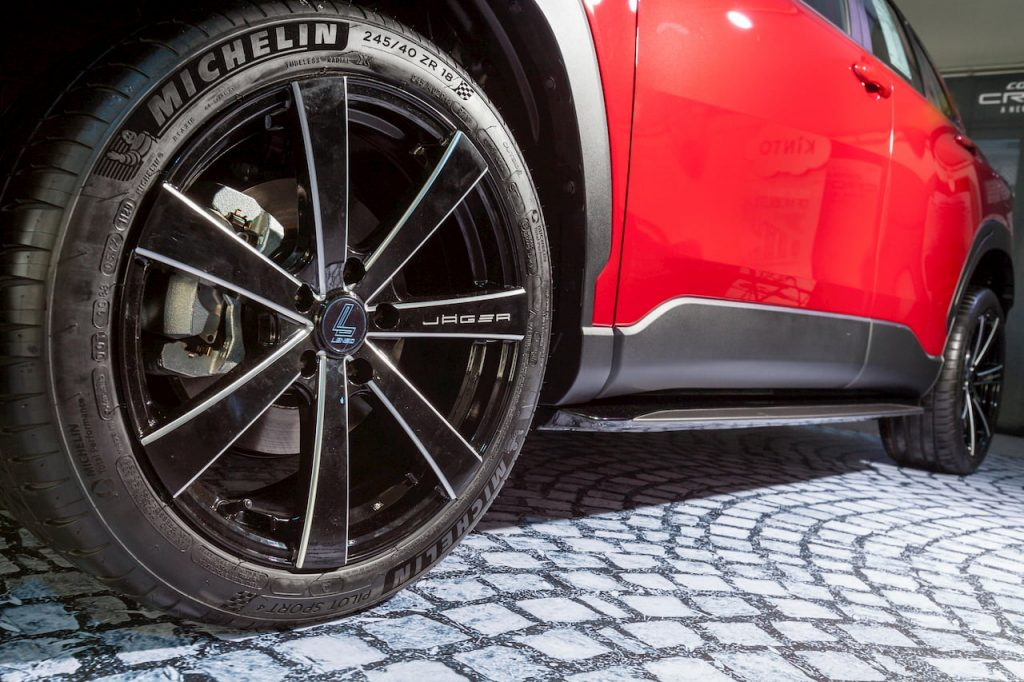 Toyota Corolla Cross Urban Sport wheel and skirt