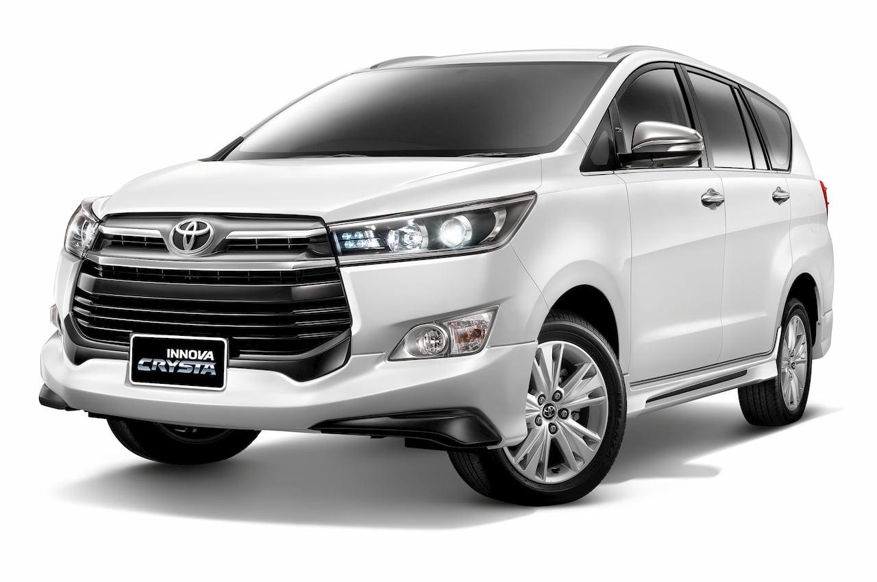 Toyota Innova Crysta front three quarters