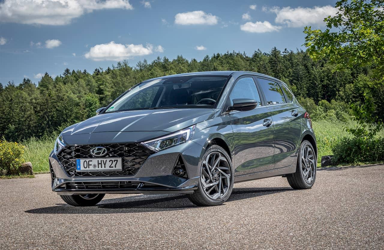 2020 Hyundai i20 front quarters Germany
