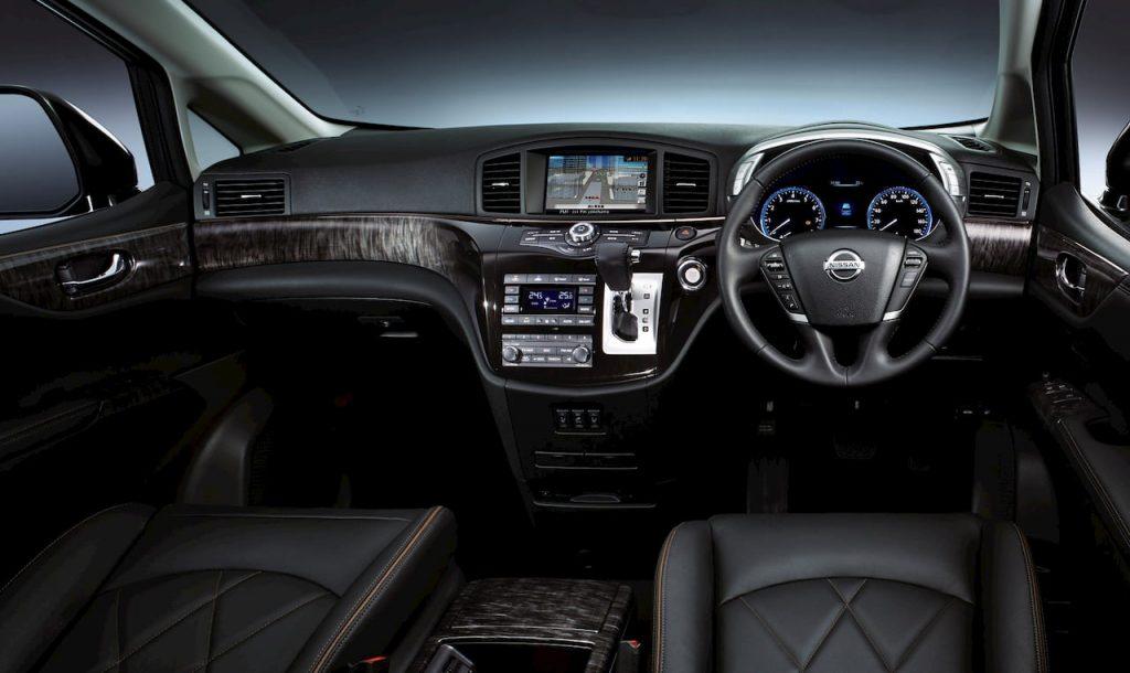 Nissan Elgrand E52 facelift interior dashboard