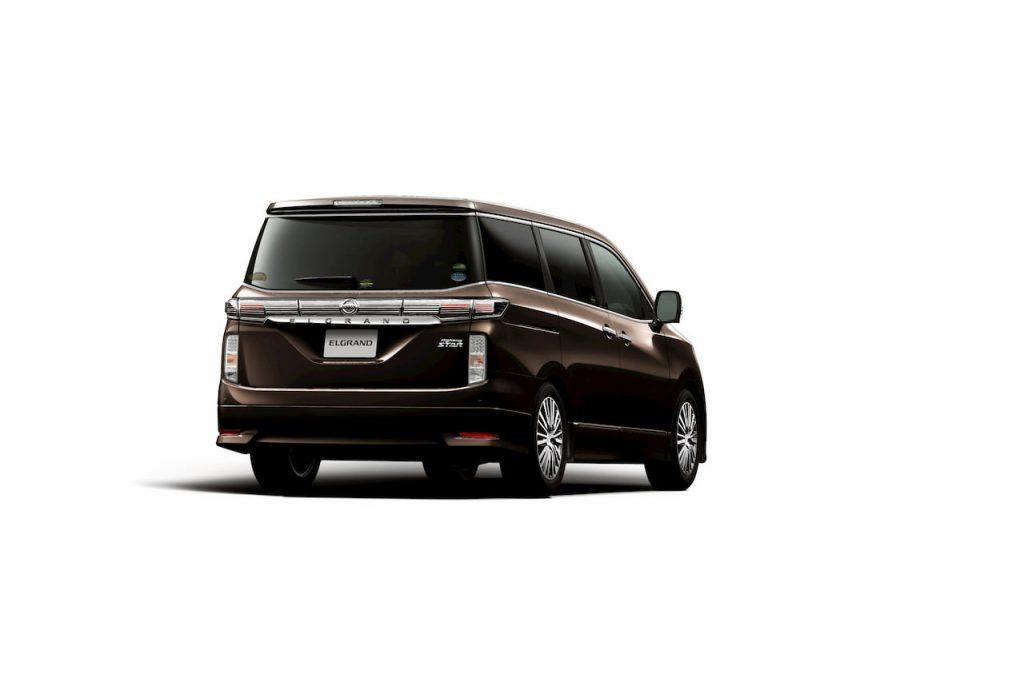 Nissan Elgrand E52 facelift rear quarters