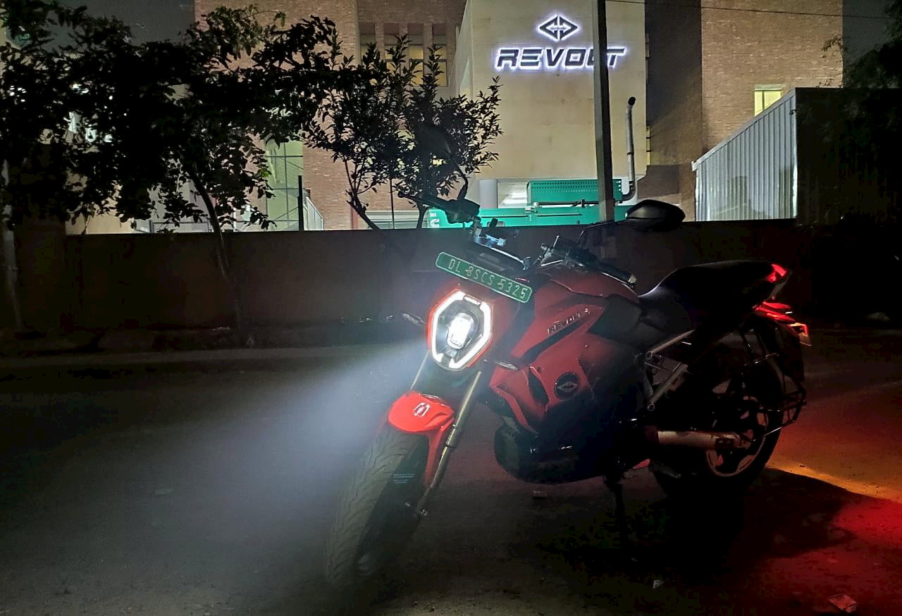 Revolt RV400 light night review Pramit