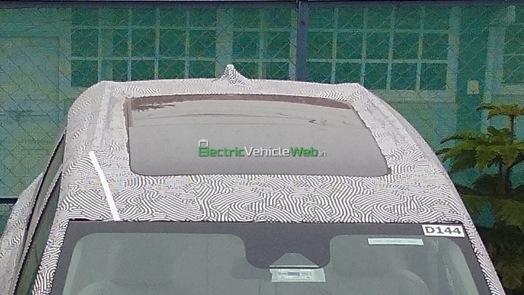 2021 Mahindra XUV500 panoramic sunroof spy shot