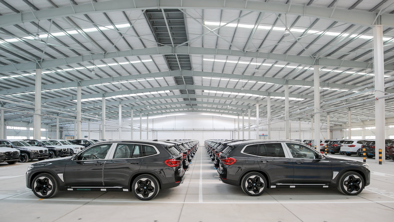 BMW iX3 export shipment