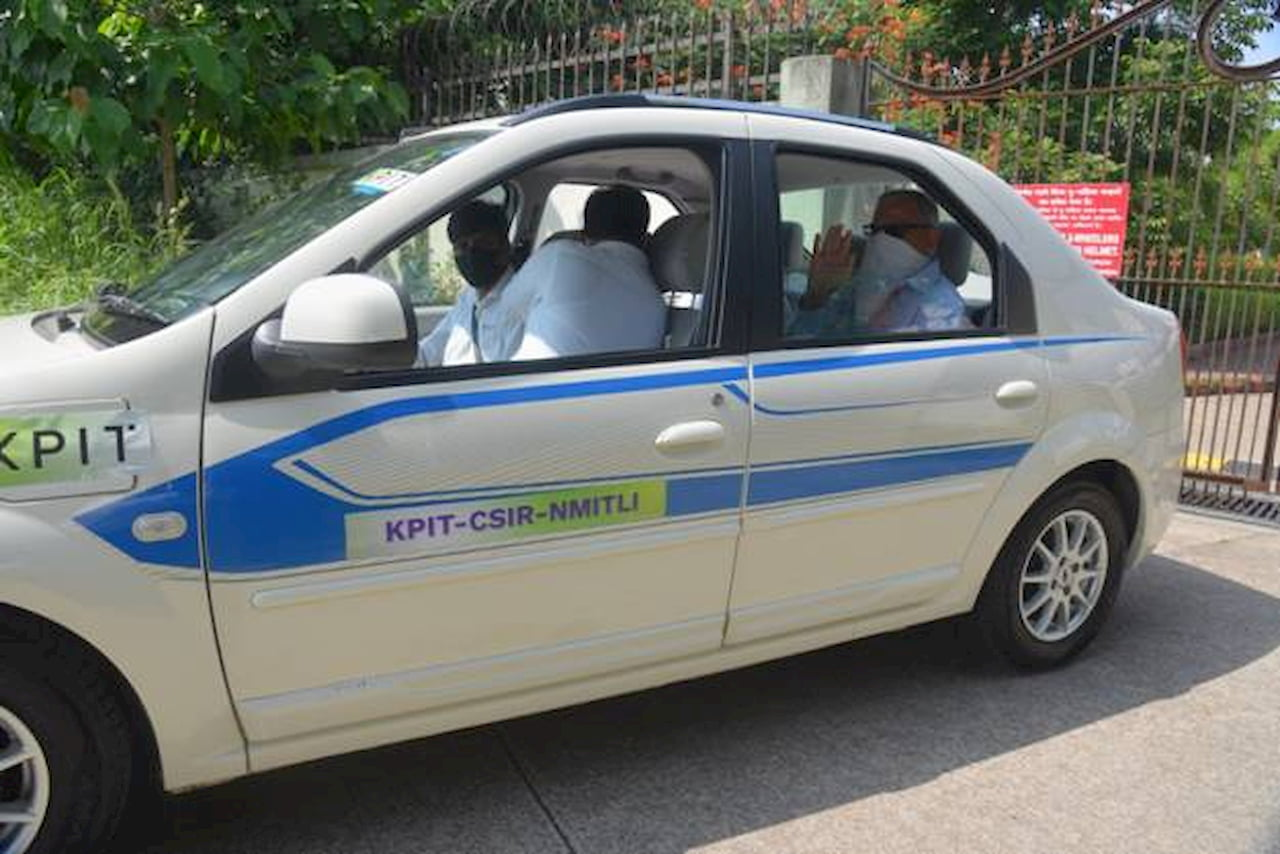 Mahindra eVerito hydrogen FCEV side profile