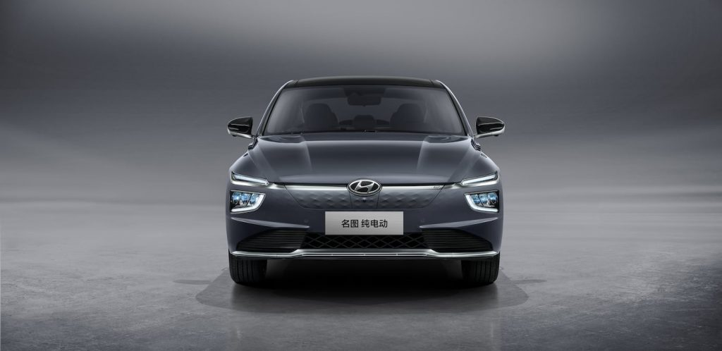 2021 Hyundai Mistra EV front three quarters