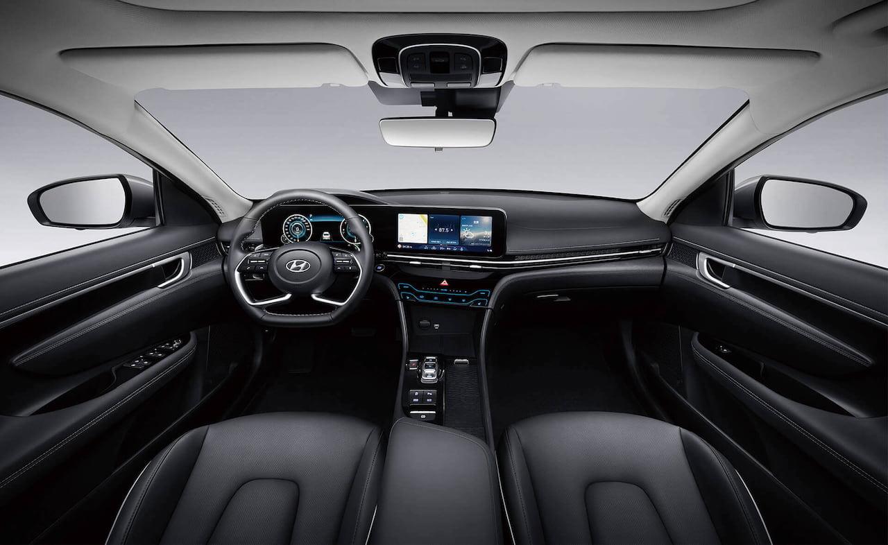 2021 Hyundai Mistra EV interior