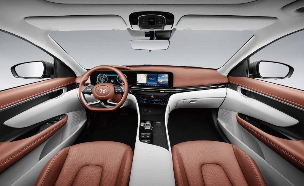 2021 Hyundai Mistra interior