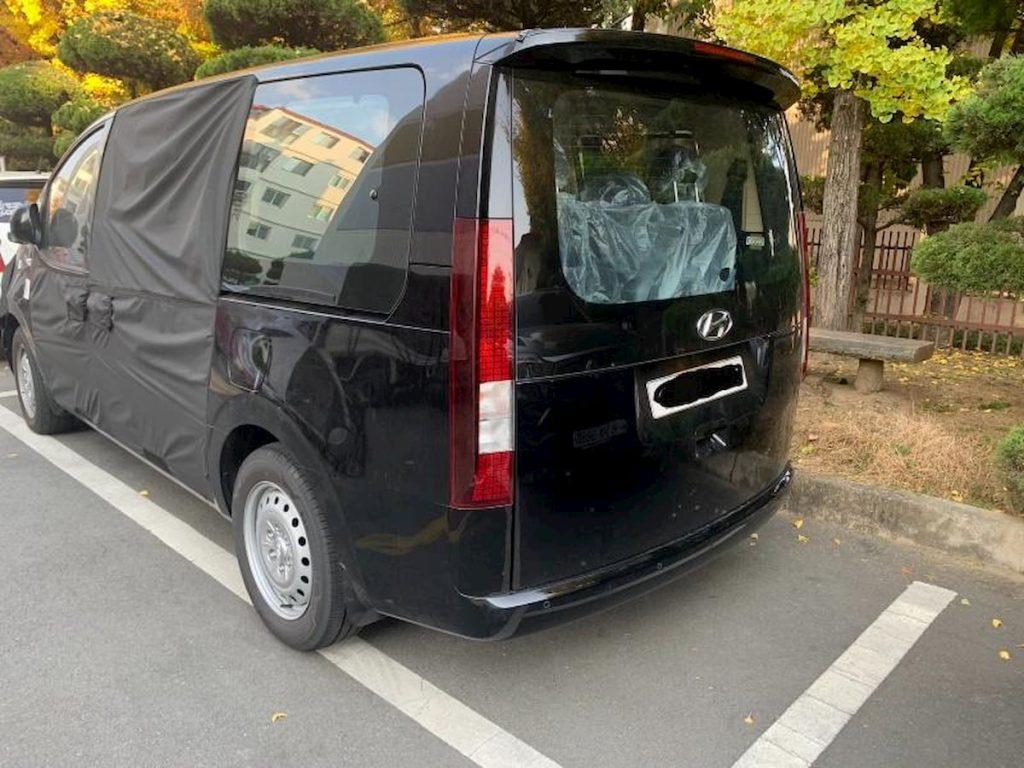 2021 Hyundai Starex rear three quarters spy shot