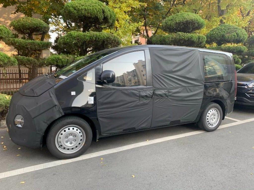 2021 Hyundai Starex spy shot