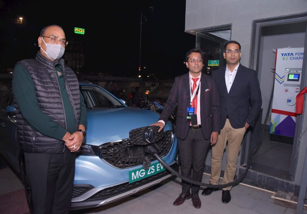 Agra vehicle fast charging station at MG dealership