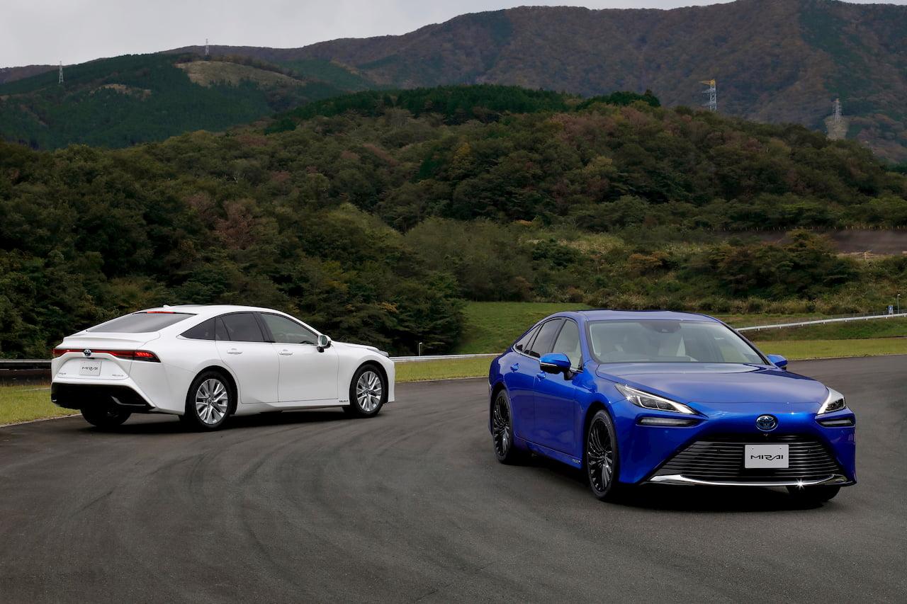 2021 Toyota Mirai drive exterior