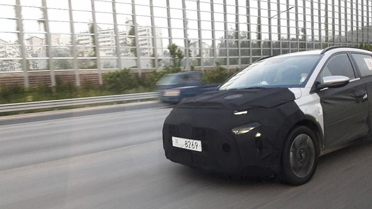 Hyundai Staria MPV Indonesia spy shot