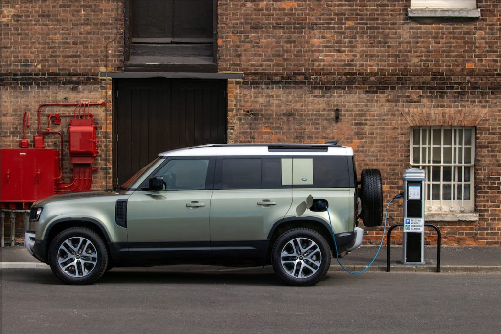 Land Rover Defender Plug-in Hybrid P400e charging